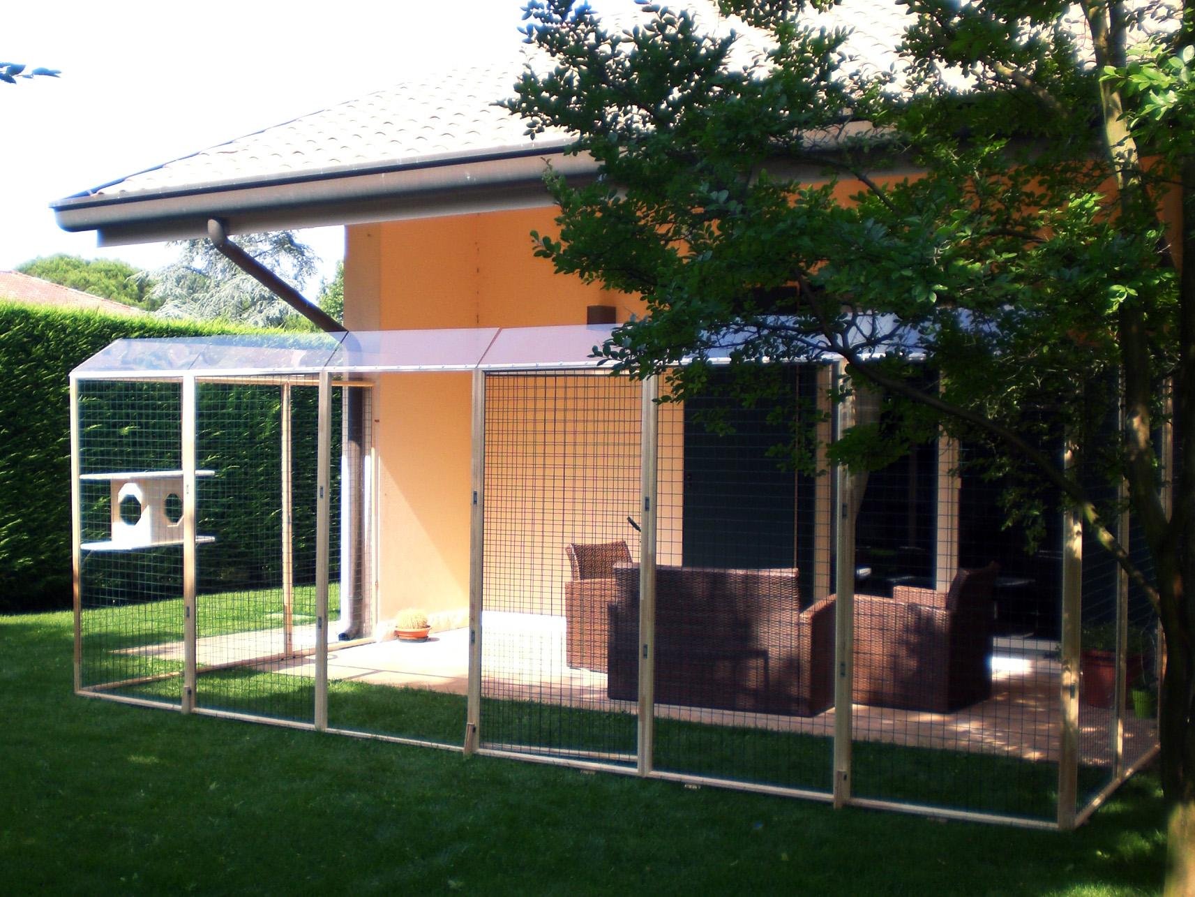 Recinti addossati alla parete di casa per mici by recinto for Recinti per cuccioli di cane in casa